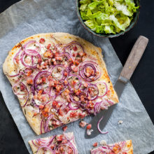 Tarte flambée med bacon